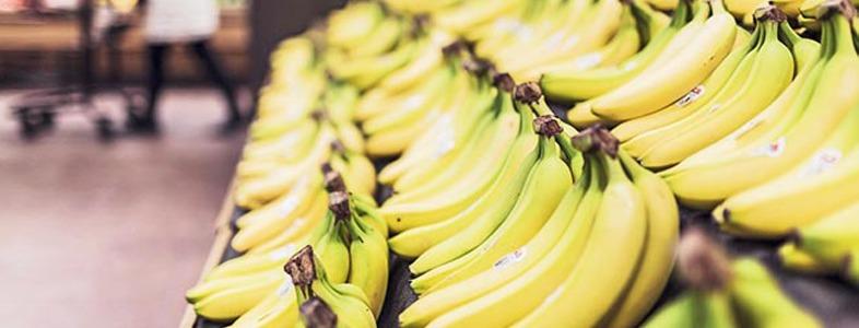 スーパーで売られているバナナ