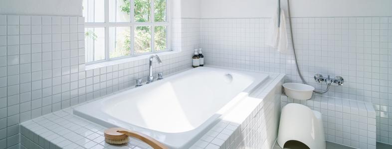 風呂場へのスキンケア用品の放置
